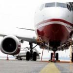 Flugzeug-weiß-rot, Flughafen