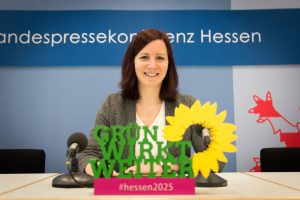 Kaya Kinkel bei der Pressekonferenz zum Konzept Wirtschaft